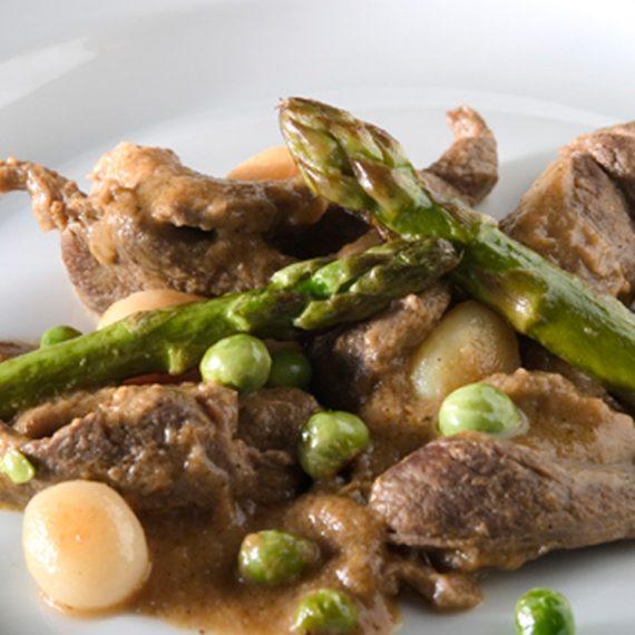 ragout-de-ciervo-con-crudites-de-verduras-y-patatas-asadas